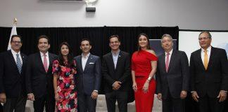 Panelistas foro económico expocomer 2019